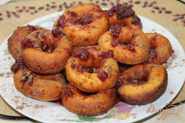 фото рецепта: Пончики с малиновым джемом