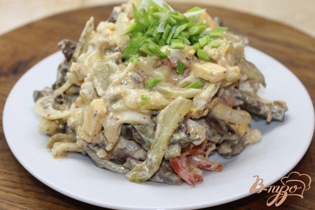 фото рецепта: Салат с печенью, яйцом и сыром