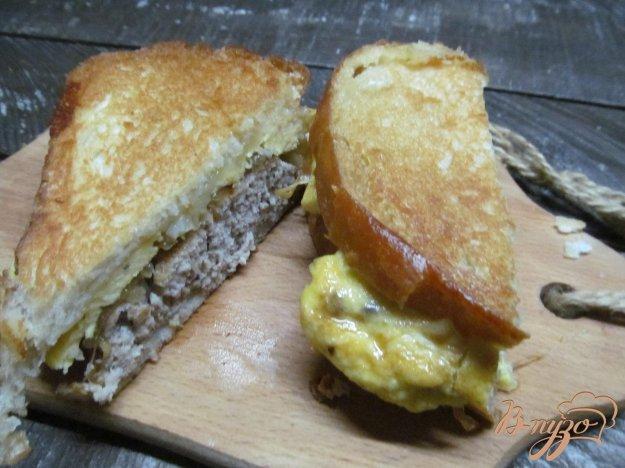 фото рецепта: Бутерброд с яйцом и котлетой