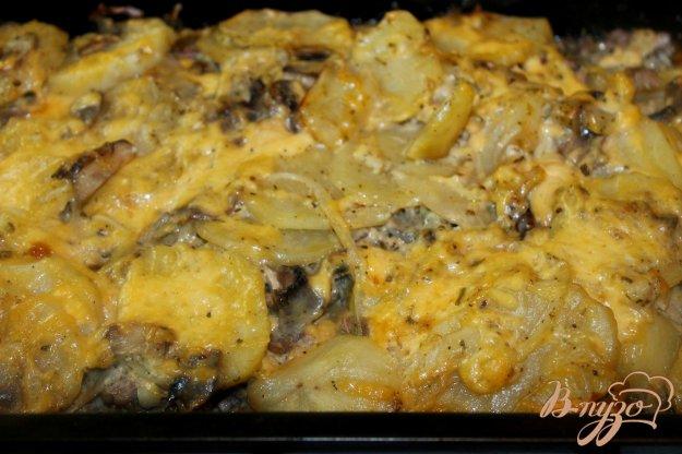 фото рецепта: Запеченный картофель со свиным фаршем, грибами и твердым сыром