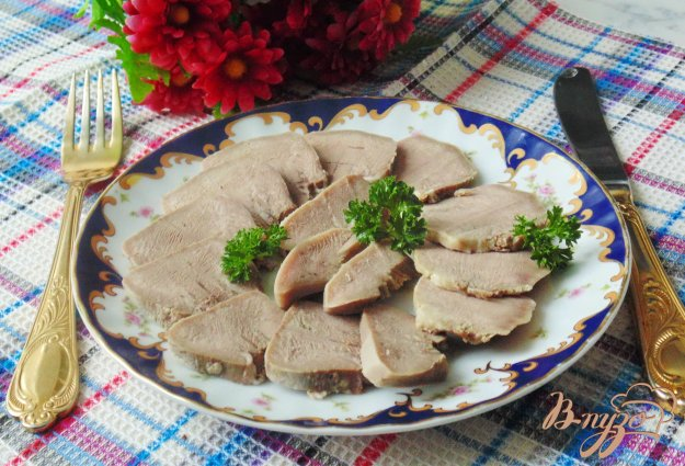 фото рецепта: Отварной свиной язык