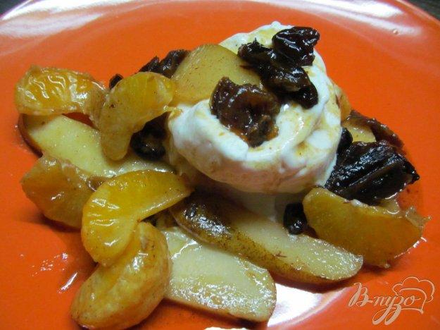 фото рецепта: Мороженое под карамелизированными фруктами