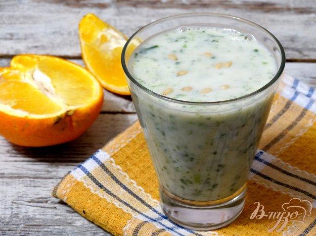 фото рецепта: Смузи со шпинатом и фруктами