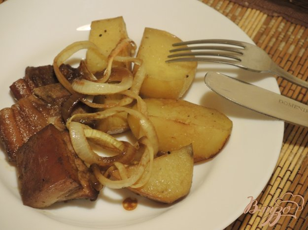 фото рецепта: Свинина, запеченная с картофелем