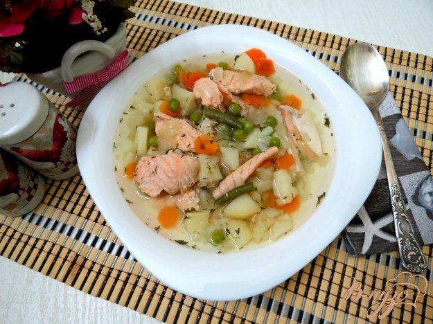 фото рецепта: Суп с кусочками лосося, зелёным горошком и спаржевой фасолью
