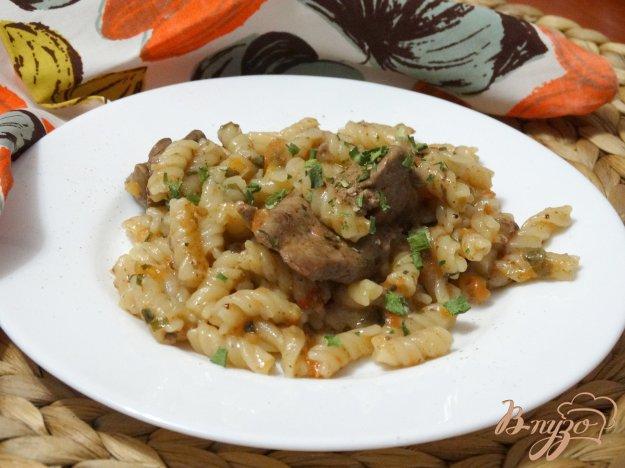 фото рецепта: Фузилли с куриной печенью в соусе