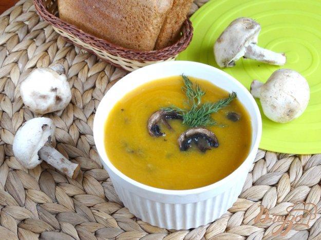 фото рецепта: Тыквенный суп-пюре с шампиньонами