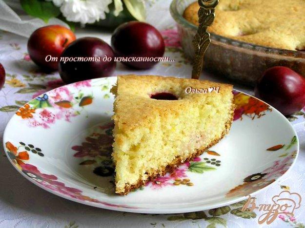 фото рецепта: Пирог со сливами и цедрой лимона