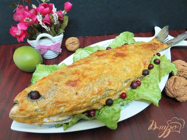 фото рецепта: Толстолобик запеченный под сырно - ореховой корочкой