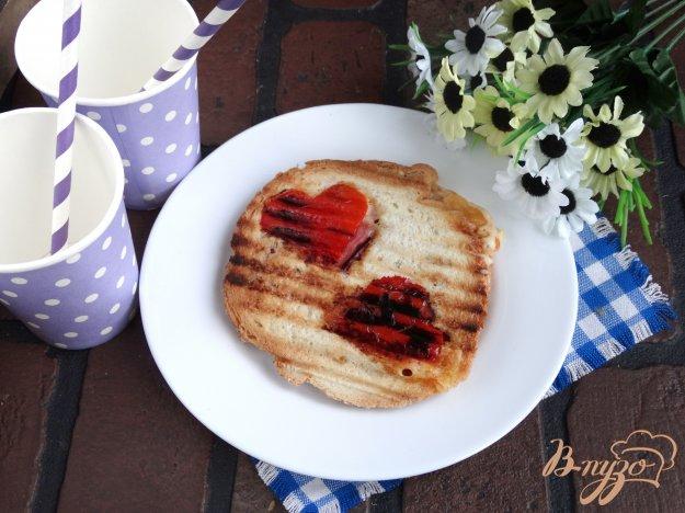 фото рецепта: Сандвич на завтрак ко дню всех влюбленных