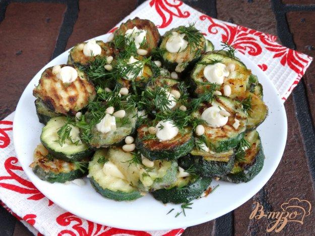 фото рецепта: Цукини с чесноком и кедровыми орешками