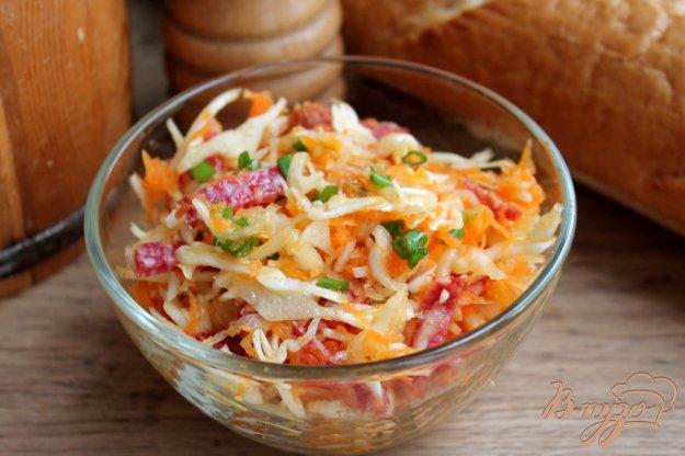 фото рецепта: Салат из капусты с морковкой и салями