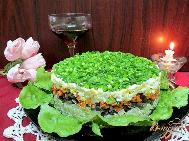 фото рецепта: Салат с маринованными опятами