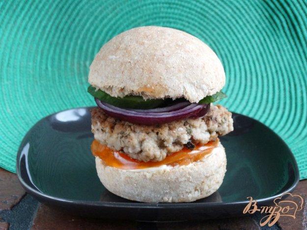 фото рецепта: Гамбургер с котлетой и домашней булочкой