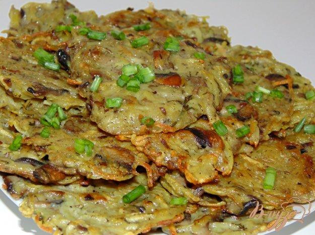 фото рецепта: Картофельные оладьи с шампиньонами