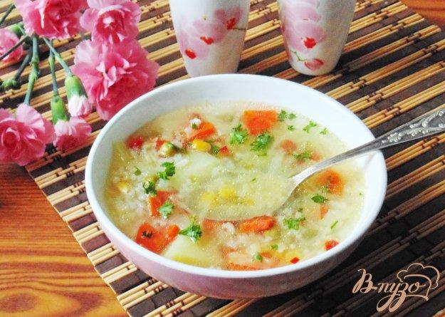 фото рецепта: Овощной суп с кукурузой и зеленым горошком