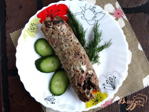 фото рецепта: Куриный рулет с шампиньонами и болгарским перцем