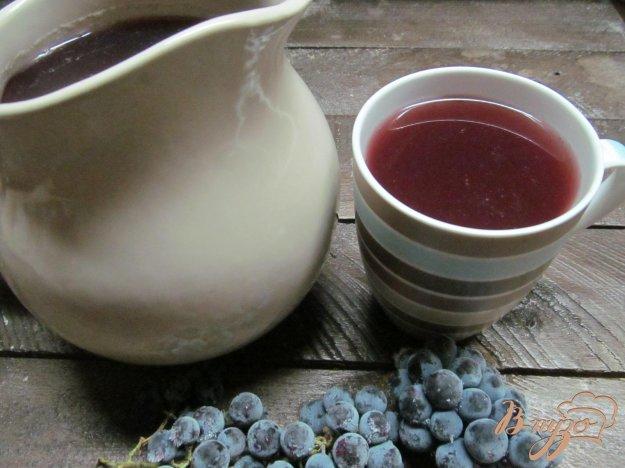 фото рецепта: Компот из винограда яблока и сливы