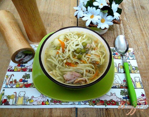 фото рецепта: Куриный суп с горошком и домащней лапшой с горошком