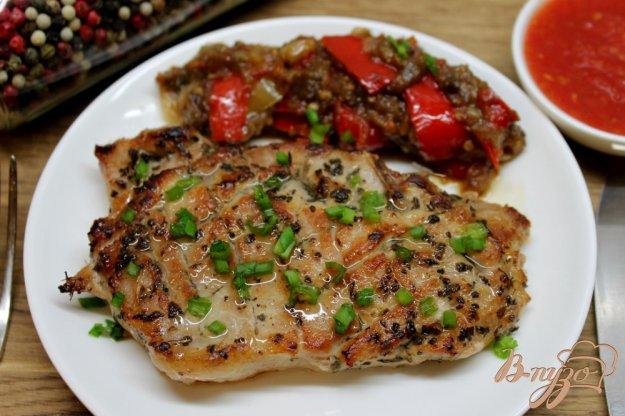 фото рецепта: Свиная корейка с горчицей, базиликом и перцем