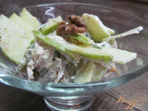 фото рецепта: Салат из курицы орехов и яблока