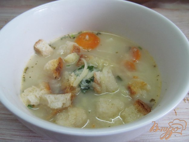 фото рецепта: Сливочный суп с цветной капустой и сухариками