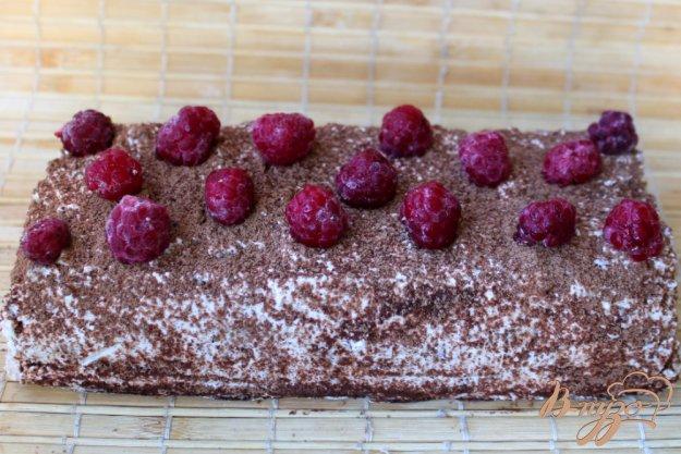 фото рецепта: Торт без выпечки, с творожным кремом и малиной