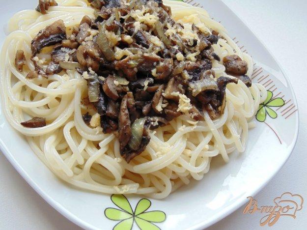 фото рецепта: Спагетти с шампиньонами и твердым сыром