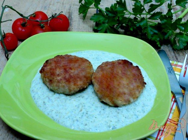 фото рецепта: Котлеты со шпинатным соусом