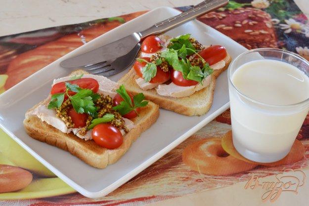 фото рецепта: Бутерброд с куриной грудкой и горчицей