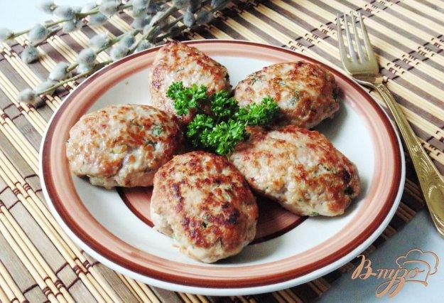 фото рецепта: Котлеты из говядины и курицы с яблоками
