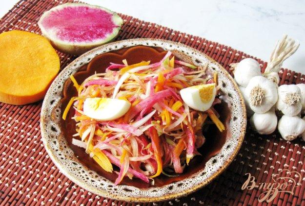 фото рецепта: Салат из редьки с тыквой и соевым соусом