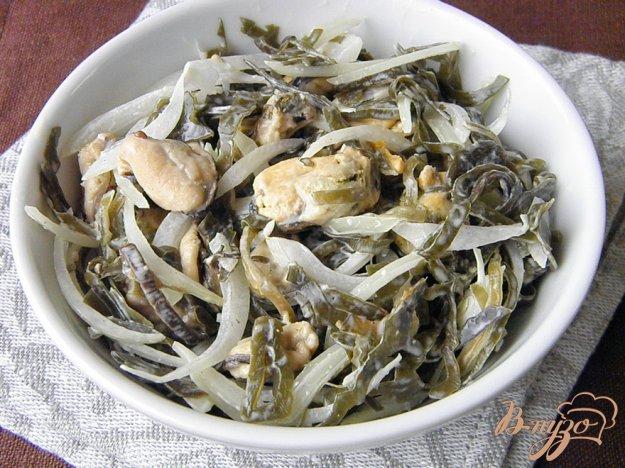 фото рецепта: Салат из морской капусты и вареных мидий