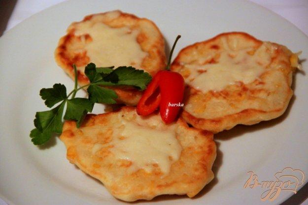 фото рецепта: Кукурузно-сырные оладьи