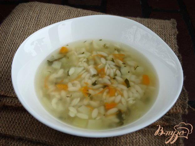 фото рецепта: Суп с орзо и сельдереем на мясном бульоне