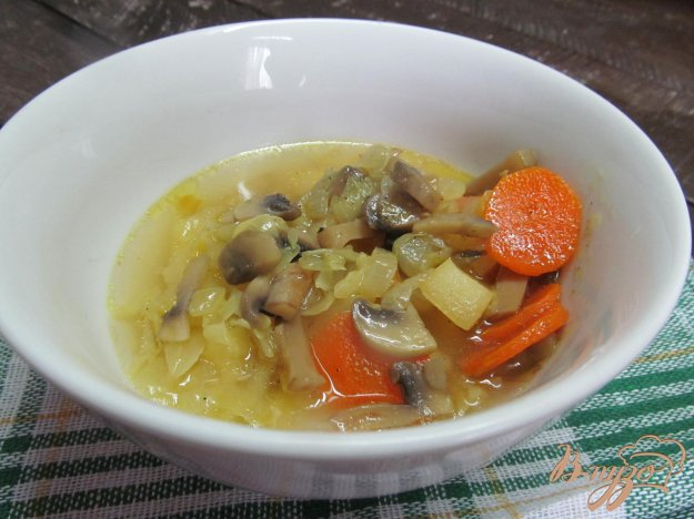 фото рецепта: Суп с грибами и капустой