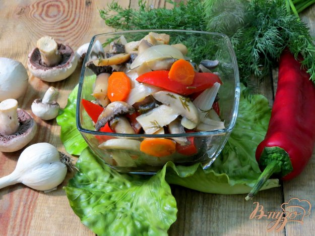 фото рецепта: Грибы маринованные с перцем, луком и укропом