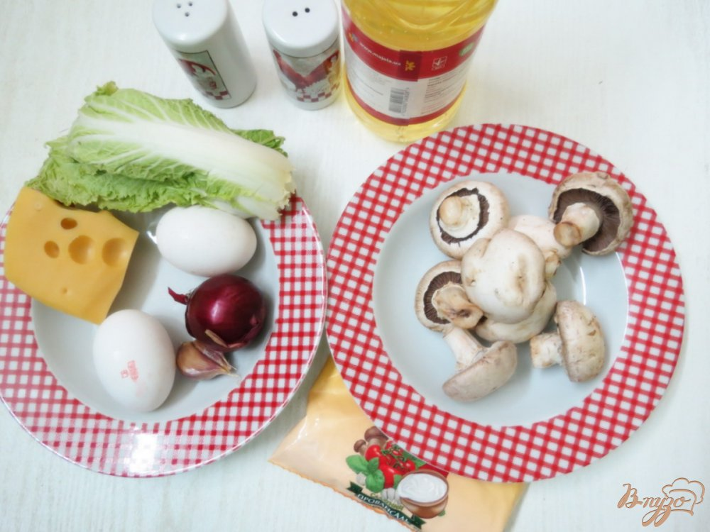 Фото приготовление рецепта: Салат из сыра, грибов и яиц шаг №1