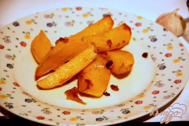 фото рецепта: Картофельные дольки с чесночным ароматом