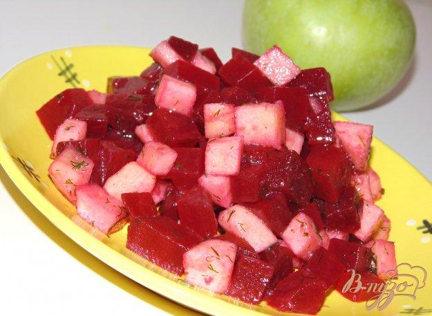 Салат из свеклы курицы и яблока и