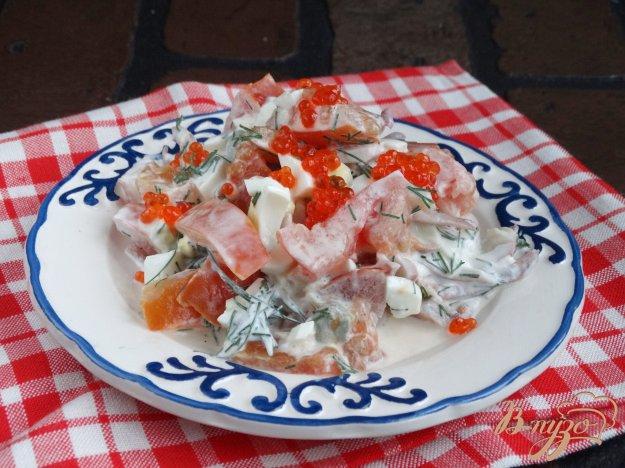 фото рецепта: Салат с кальмарами и помидорами