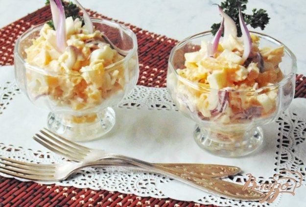 фото рецепта: Апельсиновый салат с яблоком, сыром и красным луком