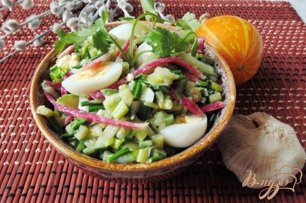 фото рецепта: Весенний салат из черемши и редьки