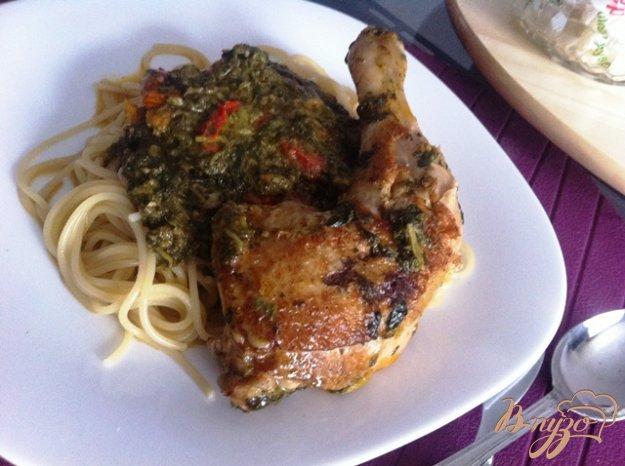 фото рецепта: Куриные окорчка в соусе из шпината