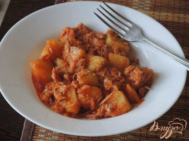 фото рецепта: Жаркое из тушёнки и картофеля