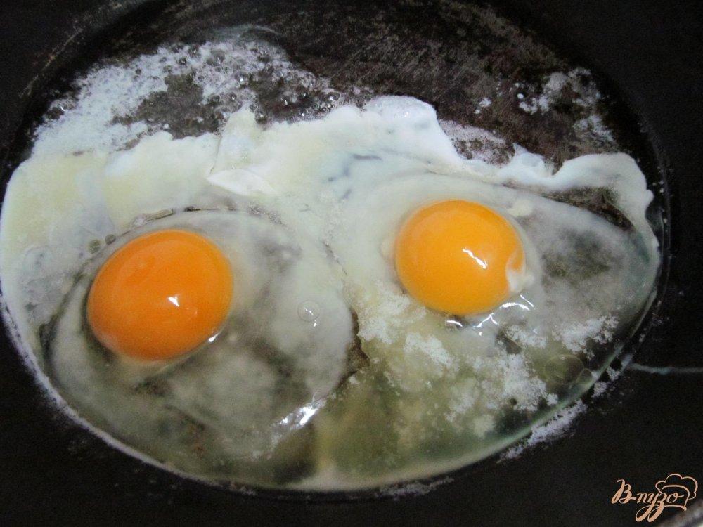 Го�я�ий б��е�б�од � яй�ом и колба�ой по�агов�й �е�еп� � �о�о