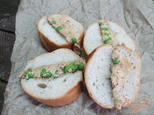 фото рецепта: Прессованный бутерброд с паштетом и горошком