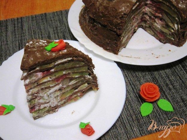 фото рецепта: Шоколадный блинный торт с фруктами