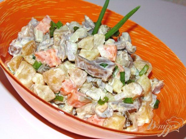 фото рецепта: Сытный салат с куриными желудочками