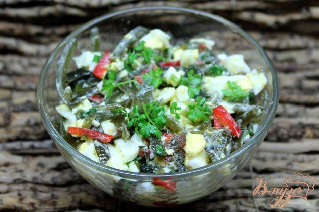 фото рецепта: Салат из морской капусты с яйцом и болгарским перцем